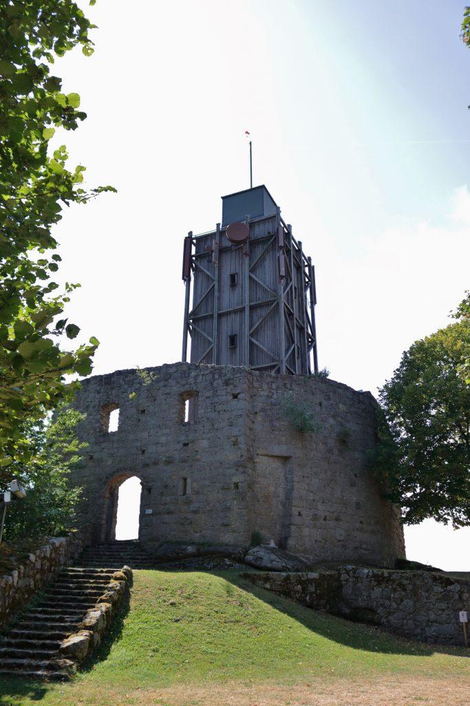 Aussichtsturm in der Ruine Brennberg
